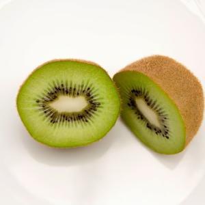キウィフルーツの皮や種は食べても大丈夫なの?その答えは?