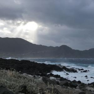 八丈島は「強風波浪注意報」