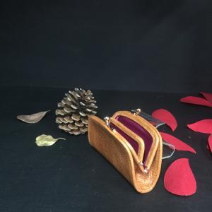 Hisagoさんの新作がま口財布の小銭入れ 【半月】美しい仕上がりです中の仕切り...
