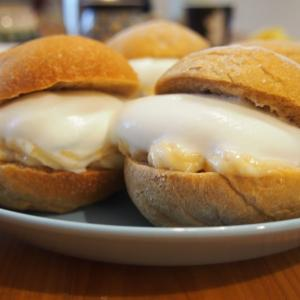 モラセスブレッドを焼いてクリームサンド◎ふわふわのパンとカスタードクリーム&ホイップの相性抜群!