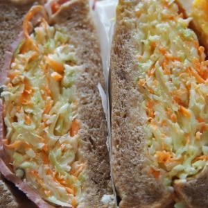 沼サン作り!マルチグレイン食パンで野菜たっぷりサンドイッチ。わんぱくサンドの包み方