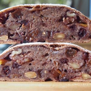 パン・オ・ヴァン作り。赤ワインとフルーツ・ナッツのどっしりしたパン
