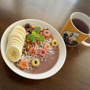 暑いからシリアル〜と思って朝ごはんを食べていたら何気に使ったマグカップに目が行き…。