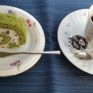 手作りロールケーキ と 頂き物の牡蠣