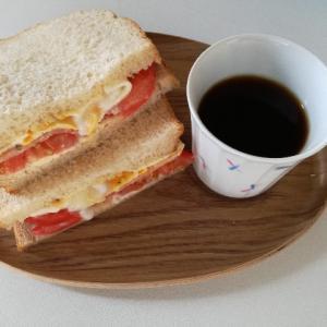 全粒粉サンドイッチ と 夜おやつティラミス