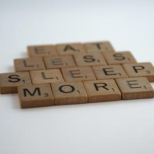 睡眠改善:「メラトニン」サプリを服用した成果