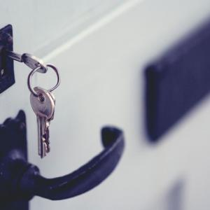 寝室に鍵をつける理由とは…