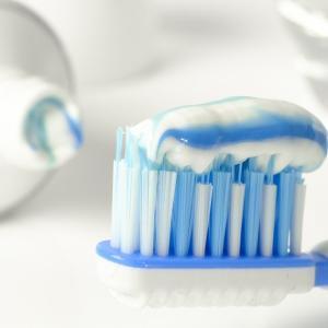 """歯磨き粉を使うと口の中が痛い人は""""コレ""""がおすすめです。"""