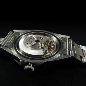機械式腕時計の精度を保つためゼンマイを常に全巻「巻きすぎ」「巻上げ機構」