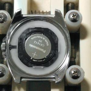 腕時計の裏蓋(スクリューバック)が固くて開けられない時の対処法2つ