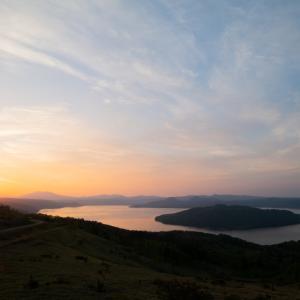 美幌峠と屈斜路湖を照らす朝陽が昇った!