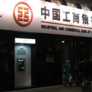 海外ATMでデビットカードが食べられて、10日間銀行口座からお金が出せず・・・涙