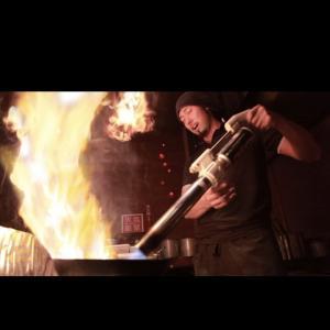 【火事】札幌狸小路のラーメン店「炎神」が炎上。火炎放射器を使い1300度の剛火でスープを仕上げるWファイヤー製法はもうやめてたのに