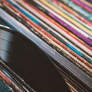 レコードの売上 CDを抜く