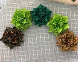 折り紙で作るクリスマスリース〜途中〜