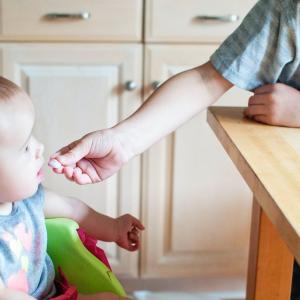 1歳児の遊び食べは立派な才能!?親がストレスなく付き合う方法を伝授します