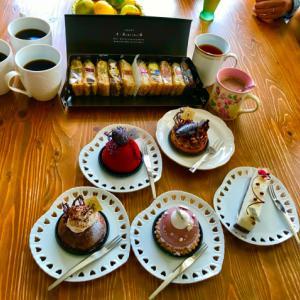 美味しいケーキと今朝の薔薇