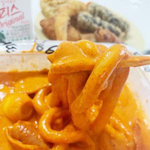 韓国で流行中のロゼトッポッキを食べてみた!