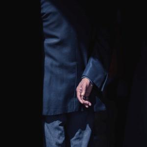 仕事中にスーツの尻部分が裂けた話。