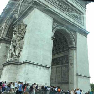 パリの凱旋門は、エトワール凱旋門が正しいです