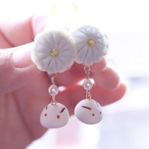 菊と兎のイヤリング