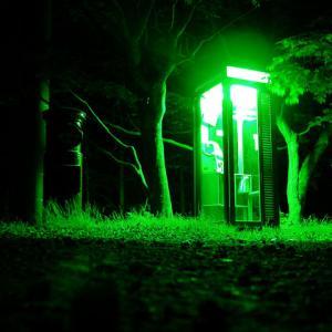 【ホラー】電話ボックスにいる赤い女