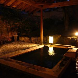 【オカルト】温泉街で浴場を覗いてた結果wwwwwww