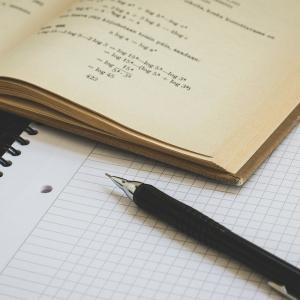 1回目の社労士試験(2019年)の勉強に使用した教材