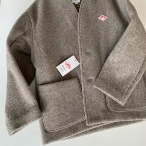 ダントンの新作ノーカラーVネックジャケットを購入 サイズ感や重さ年齢層は?