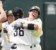 ソフトバンク3年ぶり優勝おめでとう\(^o^)/大事な試合で甲斐と和田毅。藤原は経験に