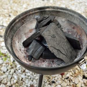 バーベキューの炭の付け方を解説。最速で炭に火を付ける方法。