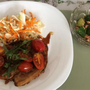 Kit Oisix  「笠原流豚ロースのトマト照焼」と「やわらか鶏ときゅうりの塩だれ炒め」