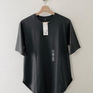 ユニクロでオトナのTシャツをGET!シャツテールで重ね着にも良い!