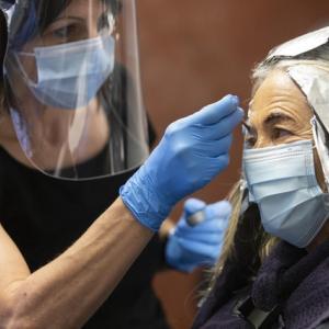 【生活】マスク+フェイスシールドで感染リスクが激減することが判明!