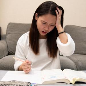 偏差値50台以下のままの人は勉強への取り組み方を間違えている