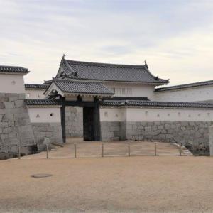 """<赤穂城>の""""櫓門""""を巡る"""
