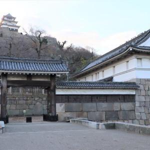 """<丸亀城>の""""櫓門""""を巡る"""