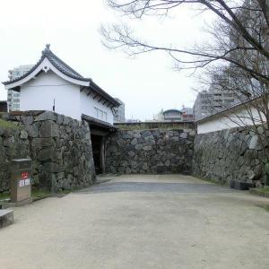 """<福岡城>の""""櫓門""""を巡る"""