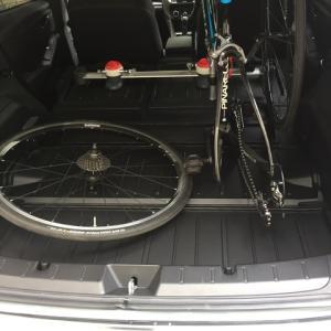 ロードバイクを車の中に載せる(中に車載)
