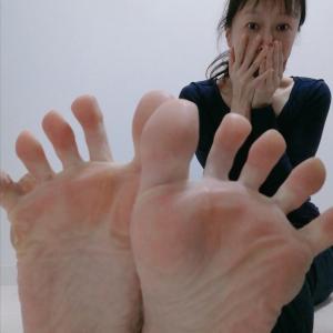 足の指がパーでんねん