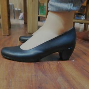 前は合っていた靴が、今日は合わない。