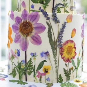 押し花ケーキが可愛すぎる♡ウェディングケーキのデザイン特集