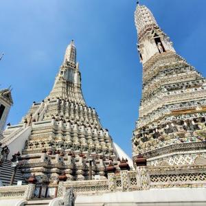 """""""暁の寺""""とも呼ばれるワット・アルン(Wat Arun)"""