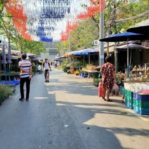 モーチット駅近くのチャトゥチャック市場を見学後は、パタヤへ移動