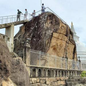 イスルムニヤ精舎で古代シントラ王国が崇拝したお釈迦様を想う