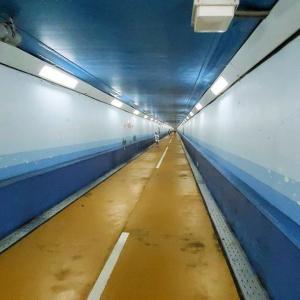 下関と北九州地を結ぶ、全長780mの開門トンネルを歩いて渡る!