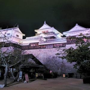 暗い東雲口登城道を登り、夜の松山城ライトアップを見に行く【愛媛旅行記⑲】
