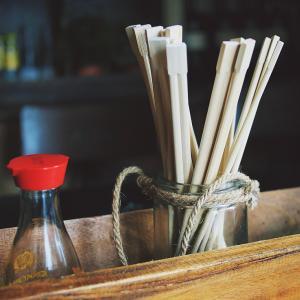 【鹿児島市】店で何も買わずに「割り箸をくれ」。断られてレジカウンターを複数回足蹴りした51歳自称会社員の男を逮捕。
