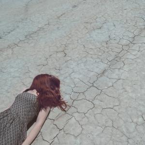 【悲報】女性、パケ死する