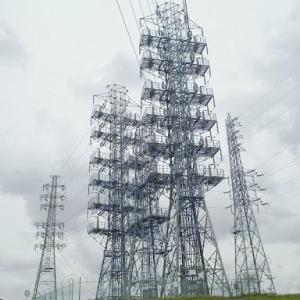 【悲報】女子中学生「ちょっと鉄塔に登って来る」→あえなく落下し感電死